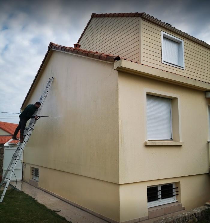 Nettoyage de façade pendant